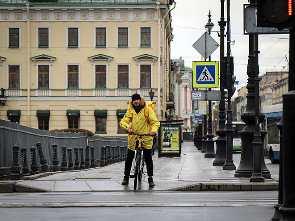 В России резко подскочил спрос на курьеров