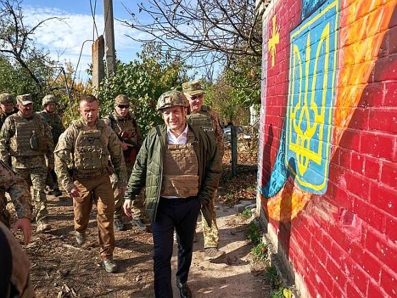 Зеленский прибыл в Донбасс на фоне угрозы войны с Россией