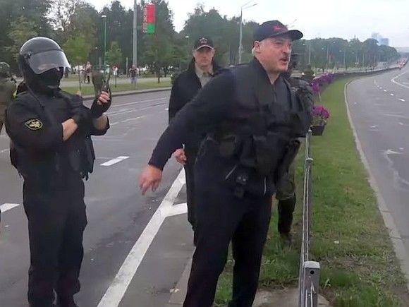 Лукашенко собрался защищать Белоруссию на танке