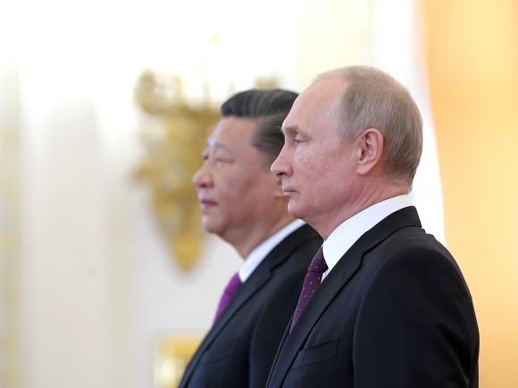 Опрос: 56% россиян считают, что в мире стали больше уважать Китай, а не РФ