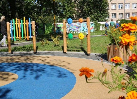 Прогонявшая детей-аутистов петербурженка извинилась