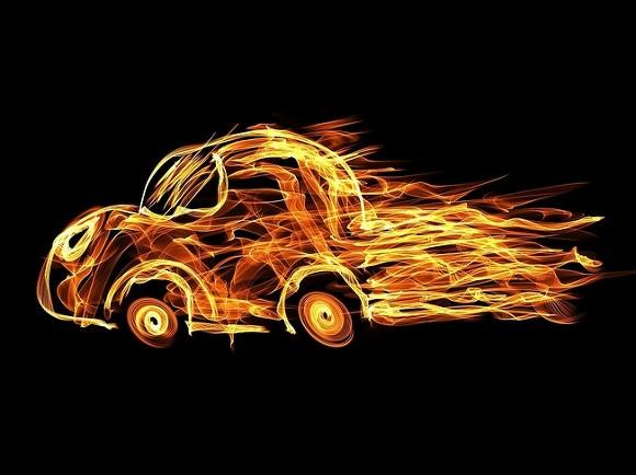 На МКАД возле Рублевки загорелась машина