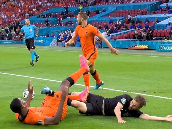 Нидерланды обыграли Австрию и прошли в плей-офф Чемпионата Европы по футболу