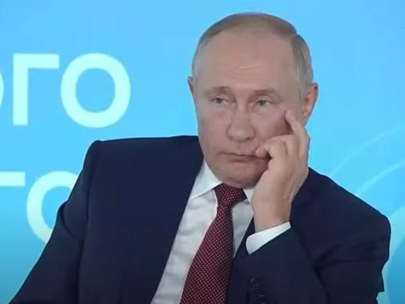 Самоизоляция Путина продлится минимум неделю