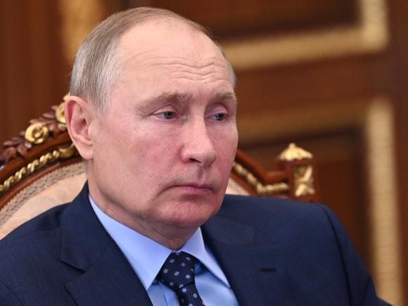 «Больше о реальной жизни страны, а не ковыряния в грязном белье элит»: Путин поддержал идею госзаказа в СМИ